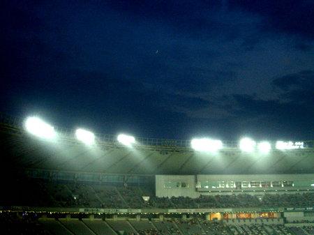 味の素スタジアムの月