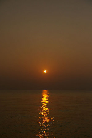 まっすぐ夕日